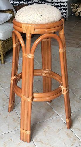 Barová ratanová stolička 04-22